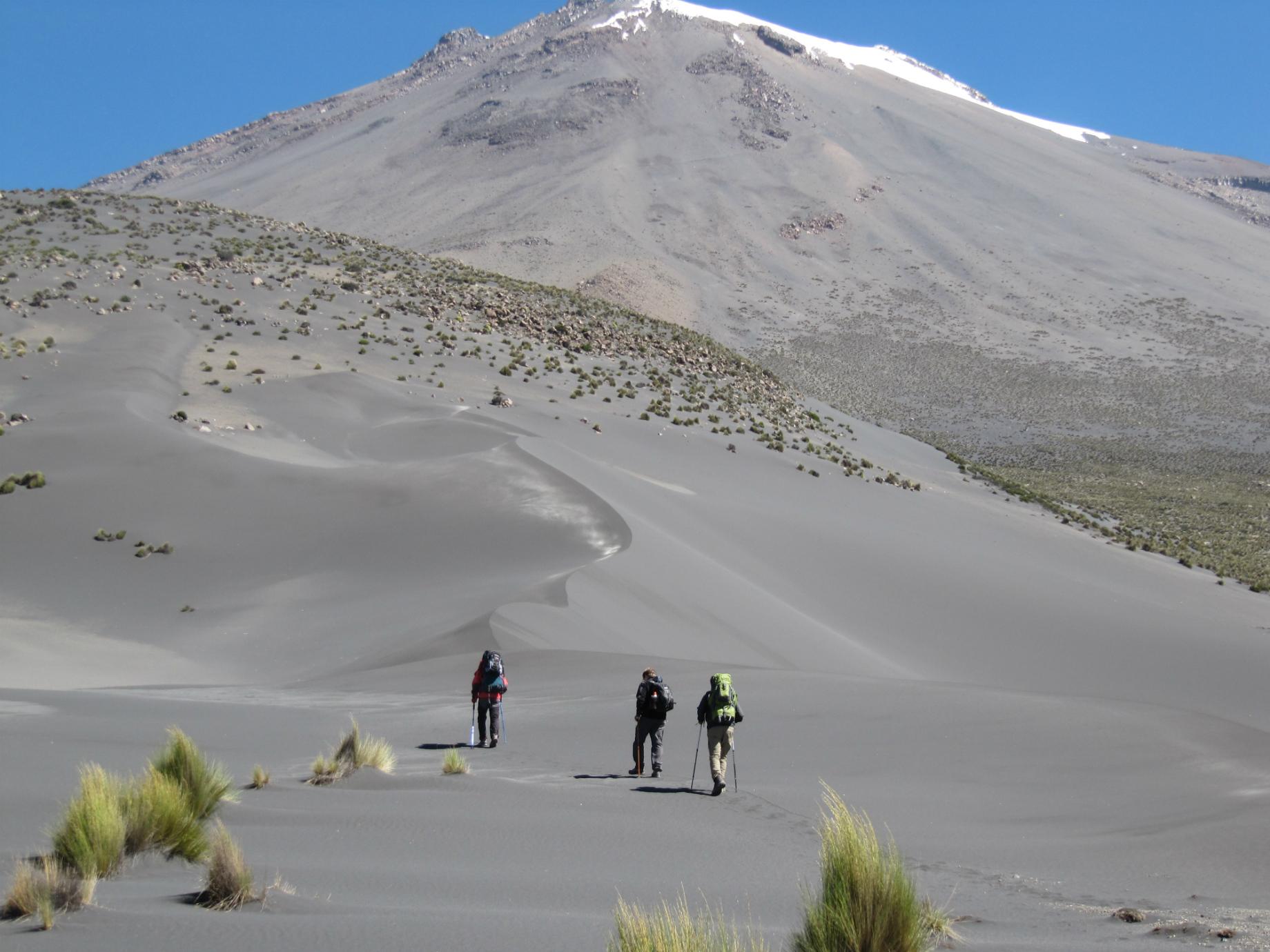 Aproximação do vulcão Misti pela rota Aguada Blanca. Foto: Carlos Zarate.