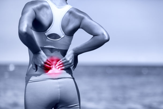Mulher com dor na lombar