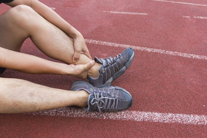 Torci meu pé e o meu tornozelo inchou