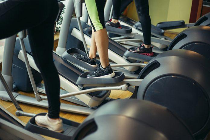 exercícios aeróbicos de baixo impacto elíptico