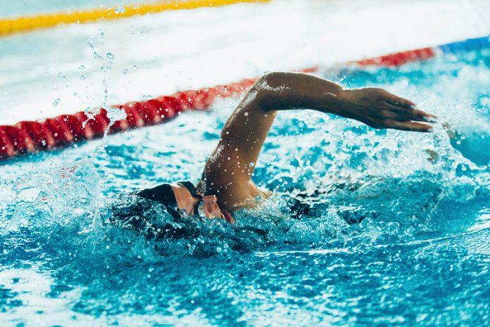 exercícios aeróbicos de baixo impacto natação
