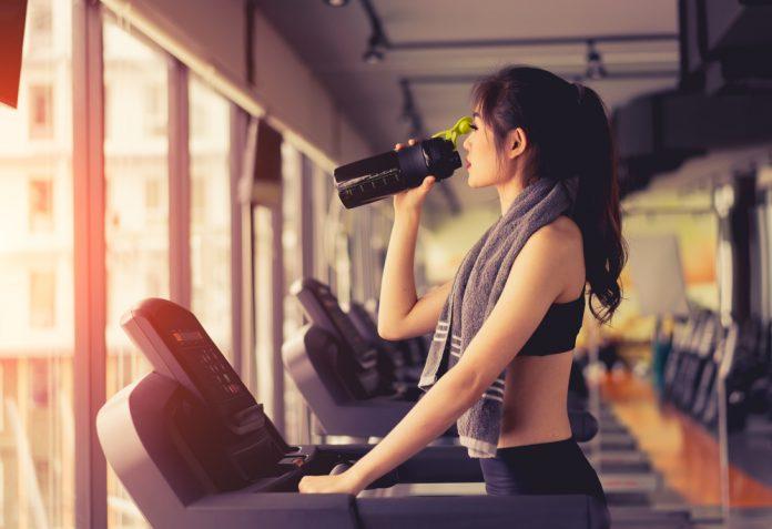 cafeína durante o treino faz mal