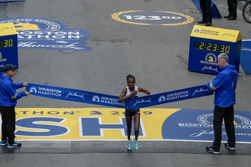 vencedores da maratona de boston 2019 _ mulher