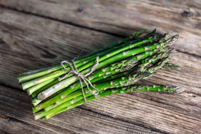 Alimentos para inchaço: aspargos