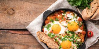 Como comer ovo
