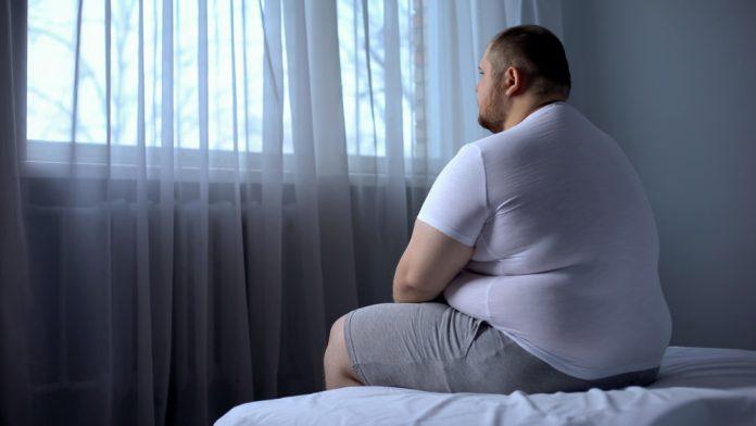 Excesso de gordura corporal aumenta risco de depressão, aponta estudo
