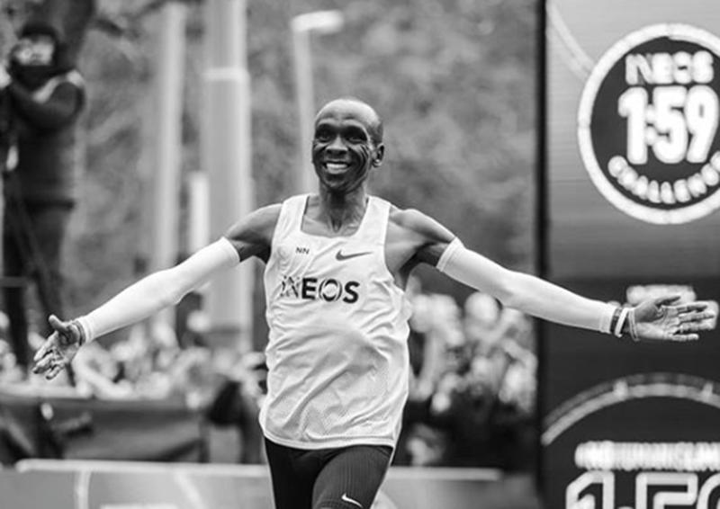 Kipchoge faz maratona em menos de 2 horas
