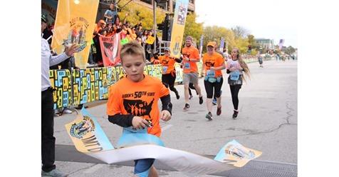 Menino de 11 anos quebrou recorde mundial ao fazer 50 meias maratonas em todos os estados dos Estados Unidos