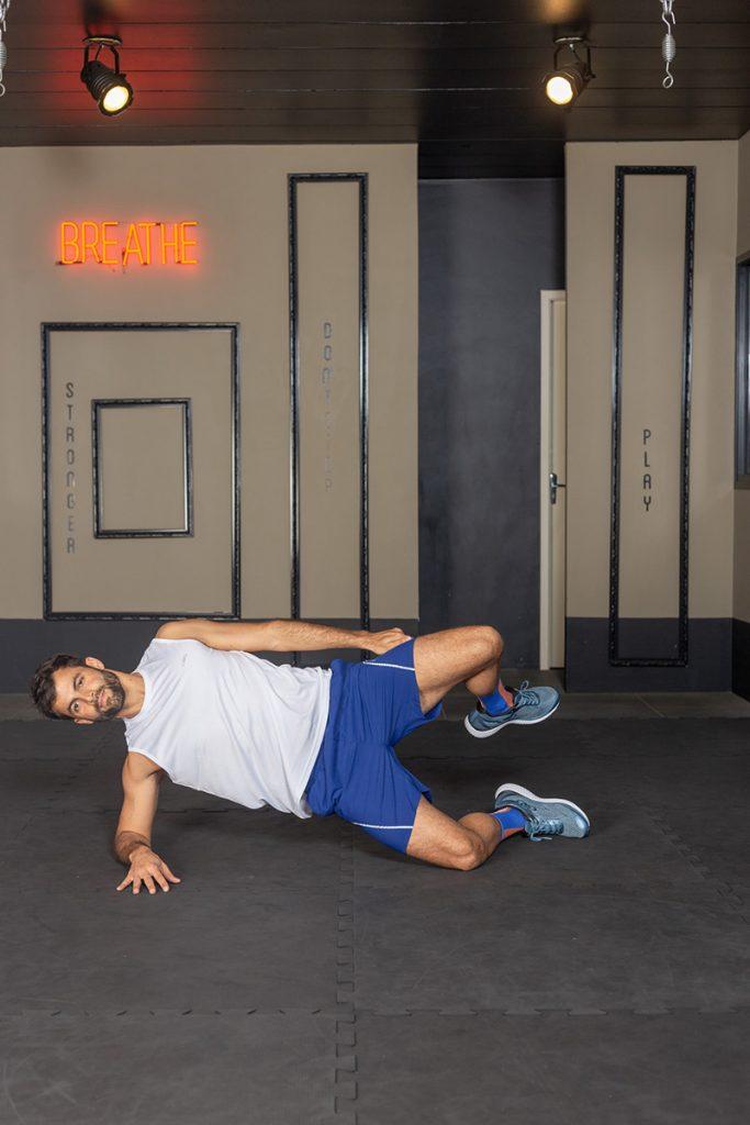 Treino funcional para a corrida: abdução no chão